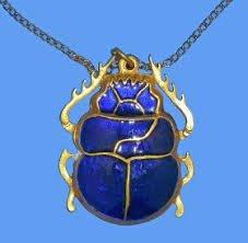 Amuleto de escarabajo azul